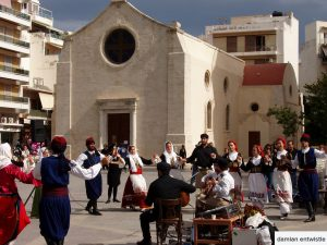traditional greek dancing in heraklion