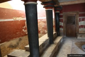 knossos palace pillars