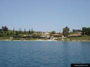 Lake Kournas places to eat