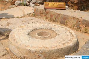 minoan offering table