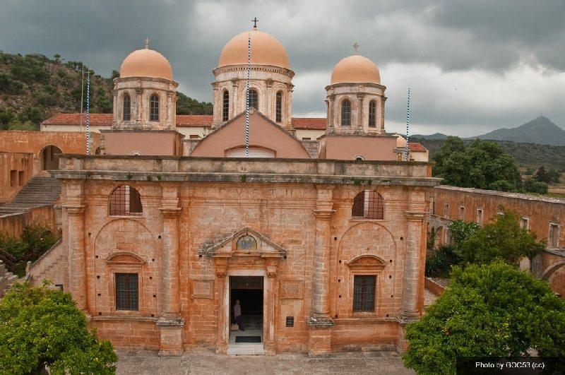 monastery-in-akrotiri