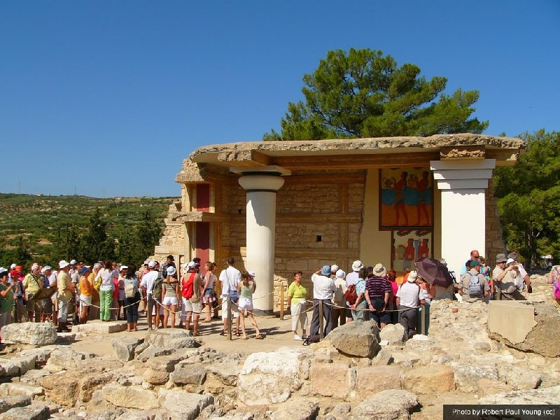 queues for knossos palace